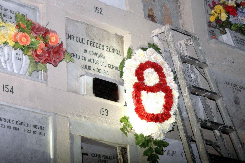 fredes_corona_mausoleo_011